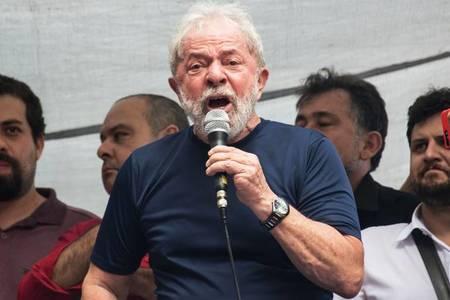 Left or right brasil lula 20180407 0014