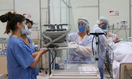 Left or right hospital de campanha covid 19 complexo esportivo do ibirapuera2904200184 0