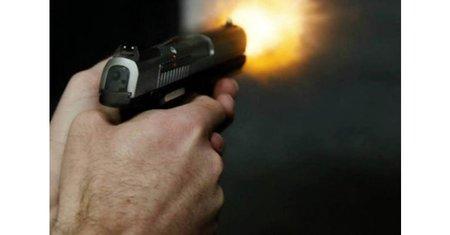 Left or right tiro de pistola